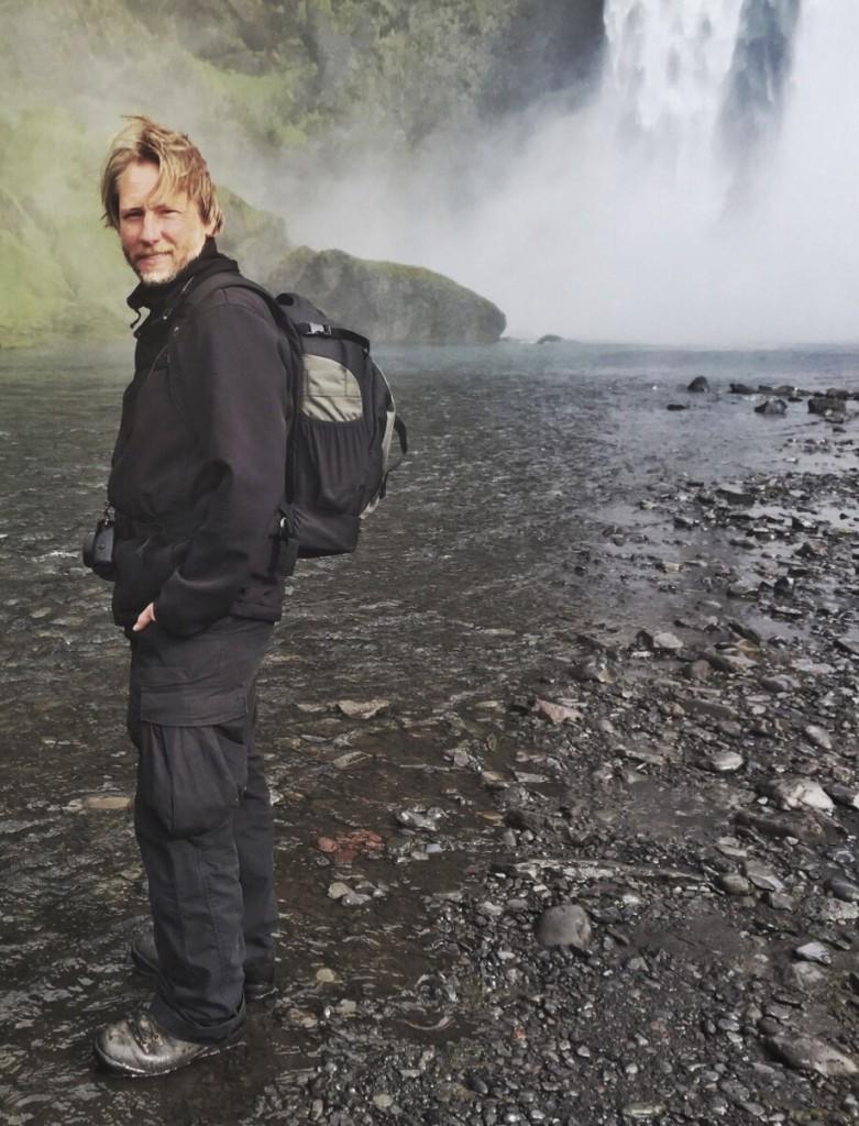 An oversized camera bag makes you look like a photo tourist